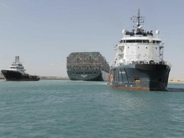 Tiết lộ tổng thiệt hại trong 6 ngày siêu tàu hàng mắc cạn ở kênh đào Suez