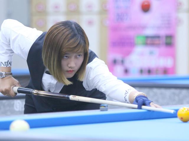 """Hot girl bi-a Việt Nam """"múa cơ"""" siêu đỉnh khiến cao thủ ngậm ngùi thua"""