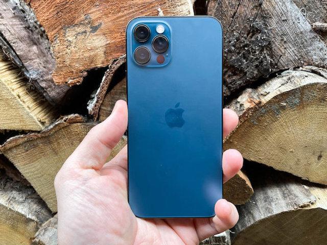 Bảng giá iPhone: iPhone 11, 12 giảm mạnh đầu tháng 4