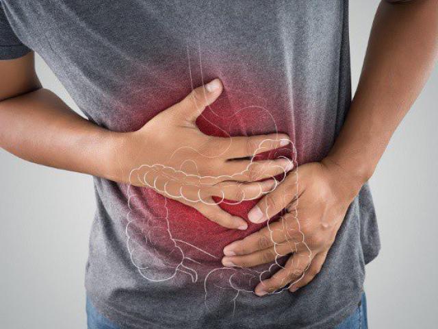 Chỉ nghĩ bị rối loạn tiêu hóa, người đàn ông sốc khi bác sĩ thông báo ung thư trực tràng