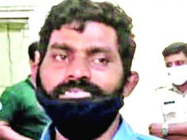 """Ấn Độ: """"Người chết"""" về nhà khiến gia đình sốc nặng, cảnh sát khai quật thi thể điều tra"""