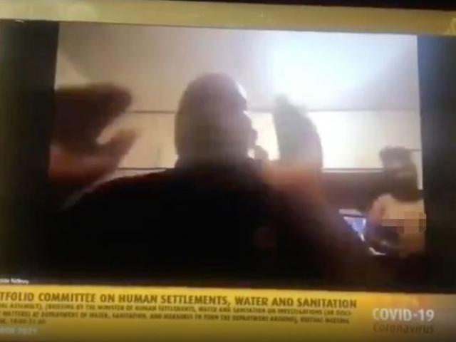 Vợ khỏa thân xuất hiện khi đang họp quốc hội trực tuyến, chính trị gia Nam Phi phân trần
