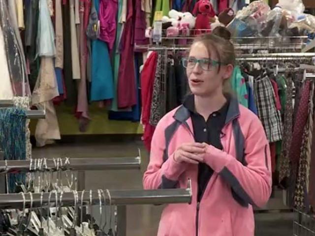 Người phụ nữ tìm thấy cả gia tài trong túi chiếc áo len cũ