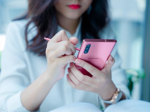 Không mê iPhone, tiền ít, đây là mẫu smartphone cực mạnh thích hợp cho bạn