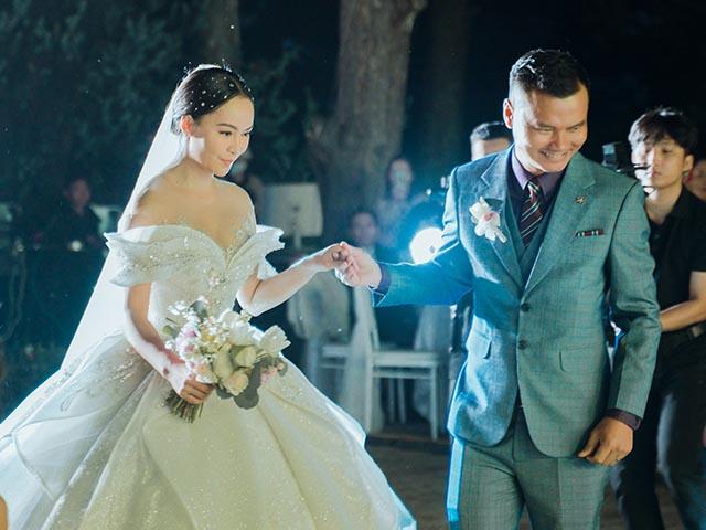 Nữ ca sĩ quê Đà Lạt cưới đại gia hơn 12 tuổi, mặc váy cưới đính kim cương hơn 1 tỷ là ai?
