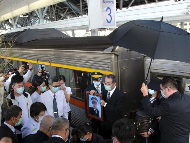 Tiết lộ giây phút định mệnh trong vụ tai nạn tàu hoả Đài Loan khiến ít nhất 50 người chết