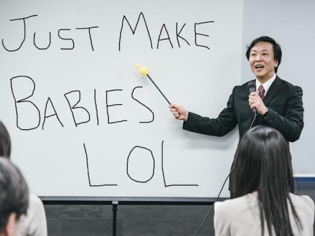 """Khuyên nam nữ """"chơi bời"""" để tăng tỷ lệ sinh, quan chức Nhật Bản phải xin lỗi"""