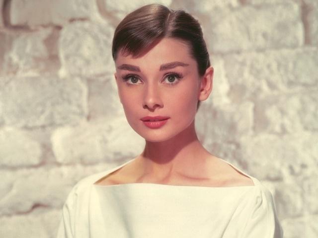 11 sự thật về chế độ làm đẹp từ trong ra ngoài của huyền thoại Audrey Hepburn