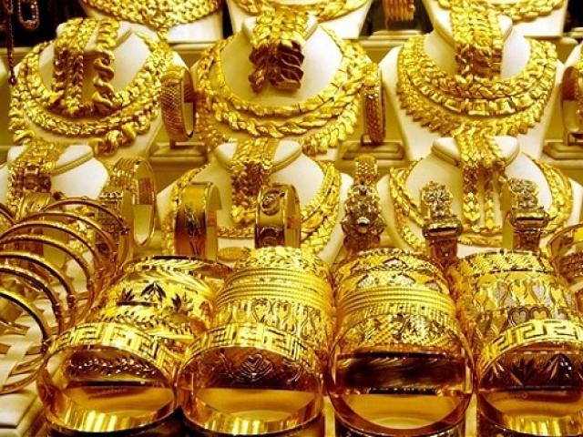 Giá vàng hôm nay 8/4: Lên xuống chóng mặt, dân buôn lại bán tháo vàng