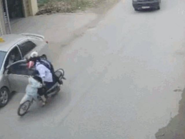 Tài xế ôtô đánh lái xuất thần, cứu mạng 2 nữ sinh trong gang tấc