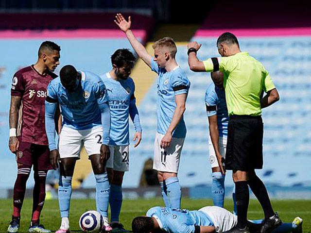 SAO Leeds Utd tung 2 đòn chí mạng hạ gục Man City, MU hưởng lợi