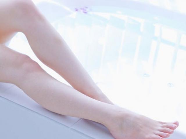 12 mẹo chăm sóc đôi chân trần ngọc ngà đón nắng hè