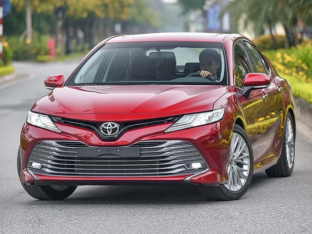 Giá xe Toyota Camry lăn bánh tháng 4/2021