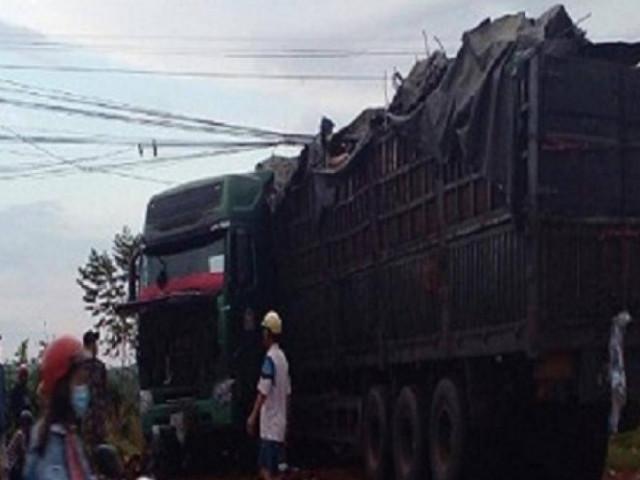 Xe tải tông liên tiếp 3 xe máy, 1 người chết, 3 bị thương
