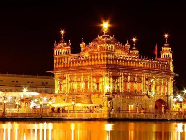 Ngôi đền nổi tiếng dát kín vàng nằm ở nước nào?