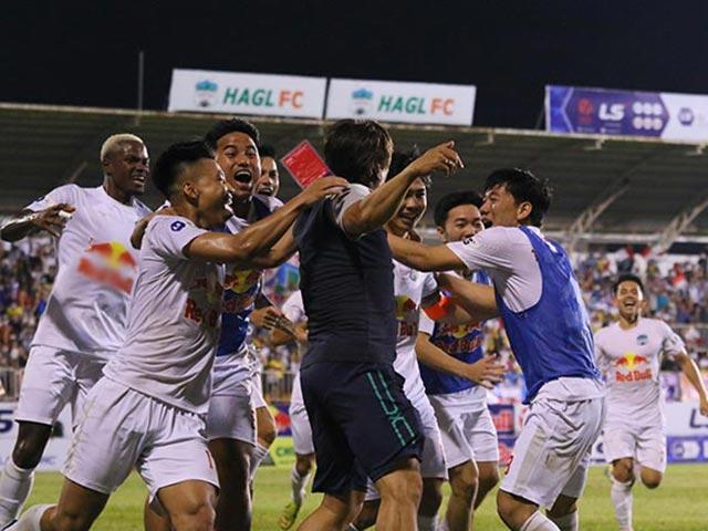 """Nghẹt thở HAGL - Nam Định 7 bàn và những trận cầu """"điên rồ"""" ở V-League 2021"""
