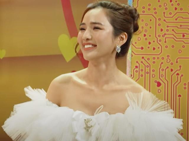 Lên sóng truyền hình, vợ Ưng Hoàng Phúc khiến khán giả ngây ngất vì quá xinh