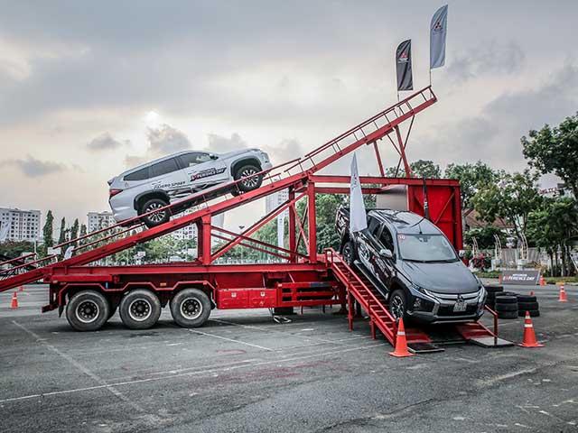 Trải nghiệm hệ thống dẫn động 2 cầu Super Select 4WD-II trên sa hình thực tế