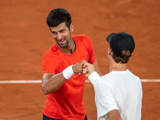 Trực tiếp tennis Djokovic - Sinner: Coi chừng tái hiện cú sốc 5 năm trước