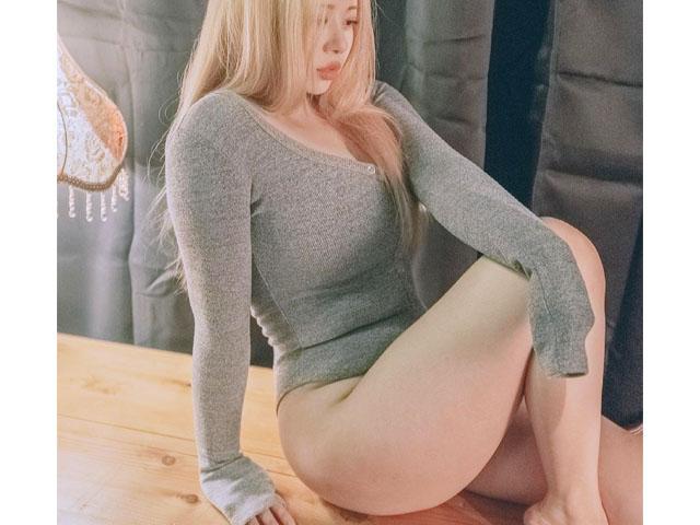 """Nàng béo đang hot tại Hoa hậu tạp chí đàn ông có cặp đùi """"cột đình"""" mê hoặc"""