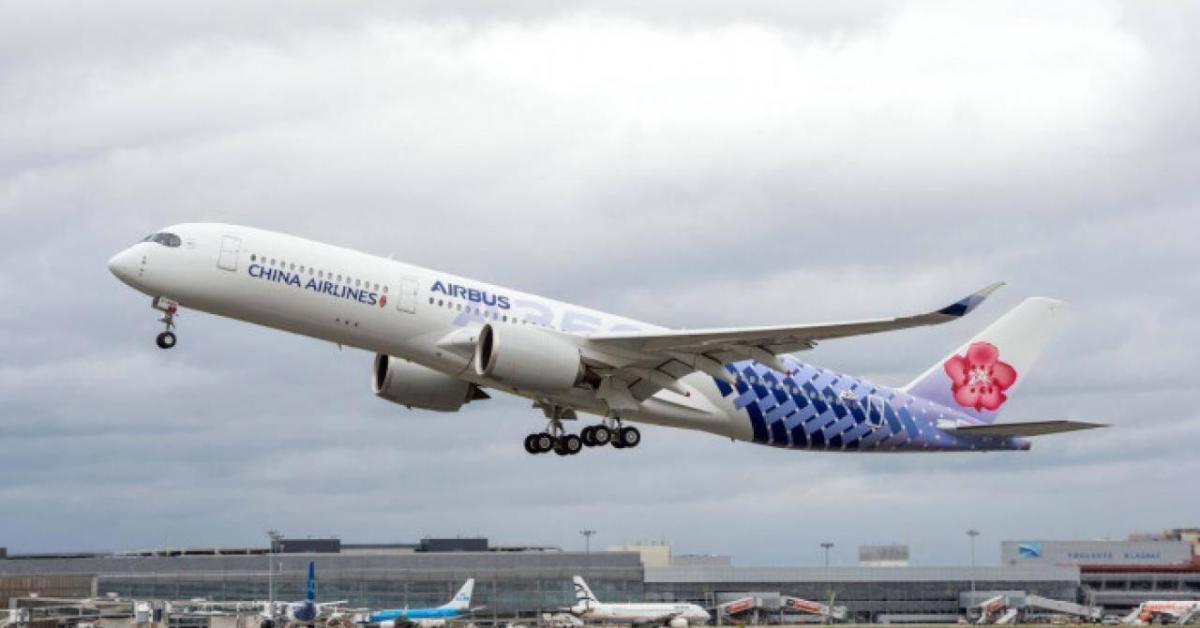 """Bất ngờ phát hiện chim va thủng vỏ """"siêu máy bay"""" A350 tại Tân Sơn Nhất"""