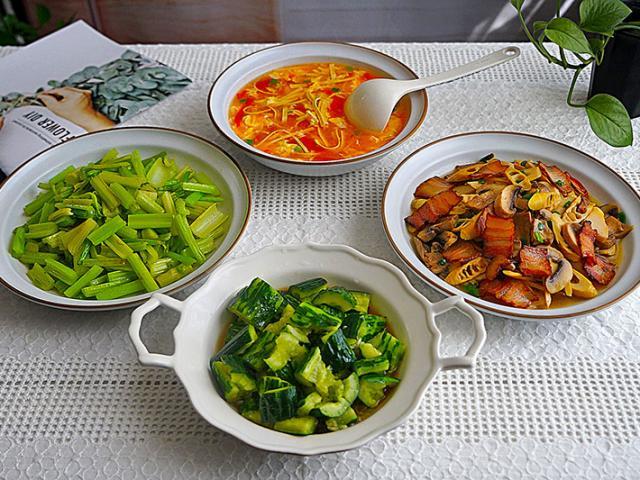 Thực đơn 4 món đơn giản, gia đình 2-3 người ăn hoặc đãi khách đều hợp