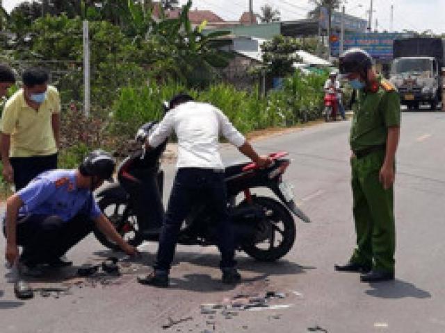 Video: Va chạm ngã ra đường, 2 người bị ô tô đi ngược chiều tông tử vong