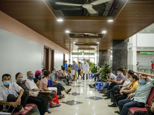 Hơn 200 nhân viên, bác sĩ BV Bạch Mai nghỉ việc: Hoạt động khám chữa bệnh diễn ra thế nào?