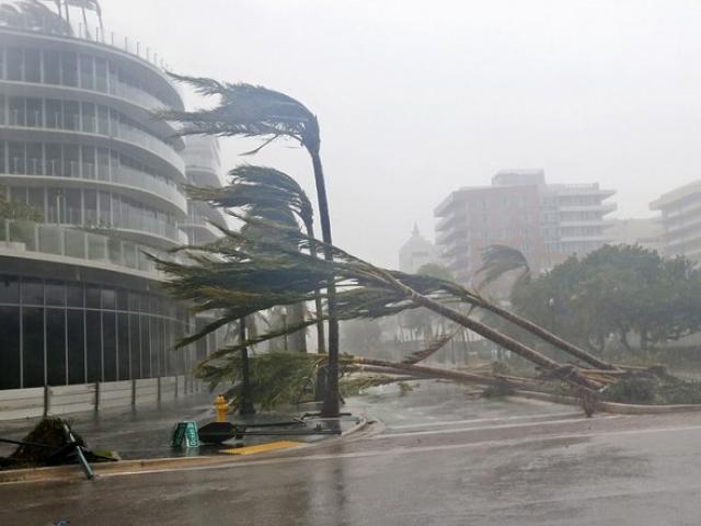Xuất hiện siêu bão Surigae cực mạnh, gió giật trên cấp 17 gần Biển Đông