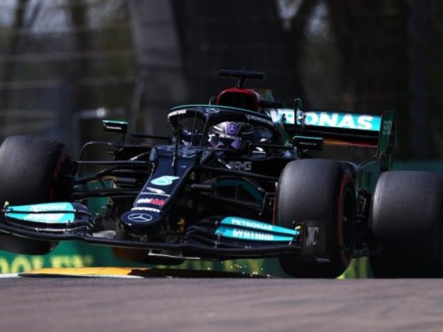 """Đua xe F1, phân hạng Emilia Romagna GP 2021: """"Nhà vua"""" Hamilton """"vất vả"""" đoạt pole"""
