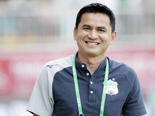 HLV Kiatisak nói gì với học trò trong phòng thay đồ để HAGL thắng Hà Nội FC?