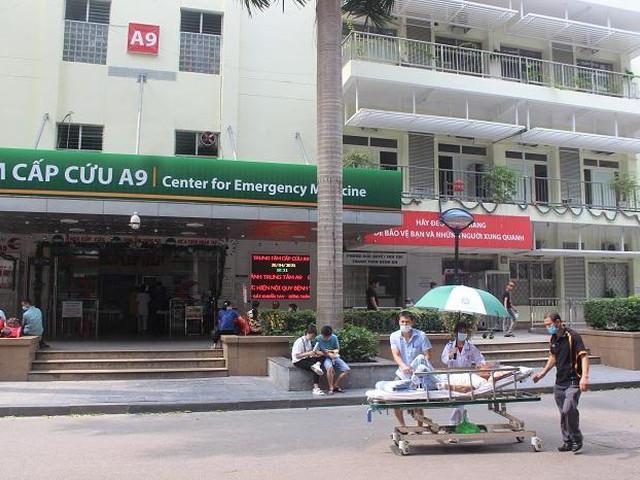 Phía sau những ồn ào ở Bệnh viện Bạch Mai: Người bệnh được lợi gì?