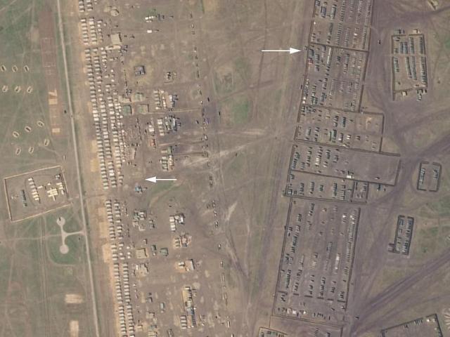 Ảnh vệ tinh hé lộ căn cứ mới của Nga ở Crimea với cả ngàn xe bọc thép