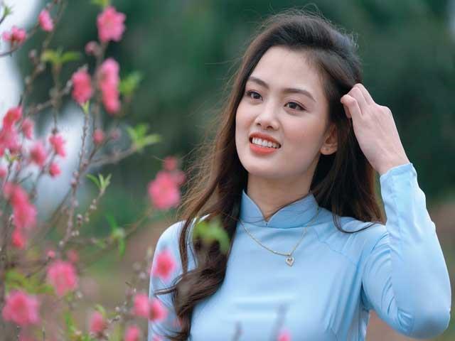 """Hot girl bóng chuyền Thu Hoài báo tin vui khoe ảnh """"trụy tim"""", Thu Huyền sang tuổi 19"""