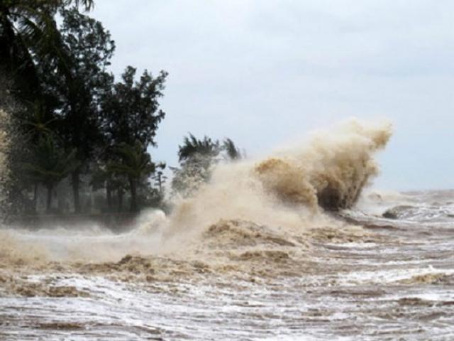 Siêu bão Surigae giật trên cấp 17 sắp đổi hướng, gây sóng cao ở Biển Đông