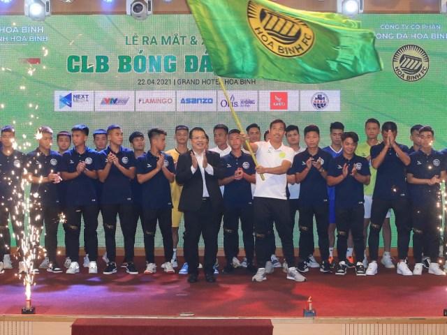 CLB Hoà Bình xuất quân, HLV Quốc Vượng tiết lộ học Văn Quyến