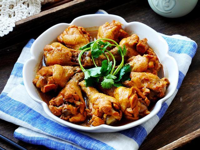 """Đùi gà rim theo cách """"dễ nhất quả đất"""", thịt thơm ngon, bao nhiêu cơm cũng hết"""