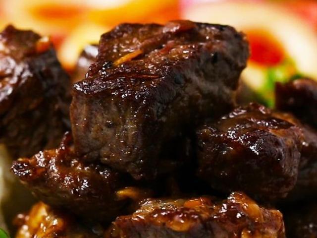 Bò lúc lắc làm theo cách này dù ăn với cơm hay bánh mì đều ngon xuất sắc