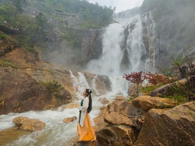 Thác nước cao nhất ở Trung Quốc, xuất hiện trở lại sau 60 năm khô cạn