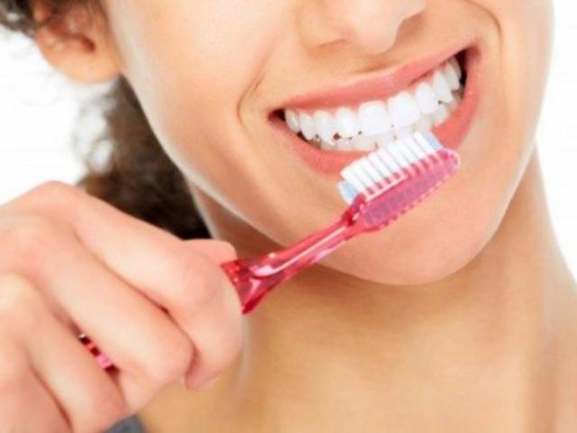 Ngày nào cũng đánh răng nhưng ít ai biết những điều này, khiến răng yếu kéo theo nhiều bệnh