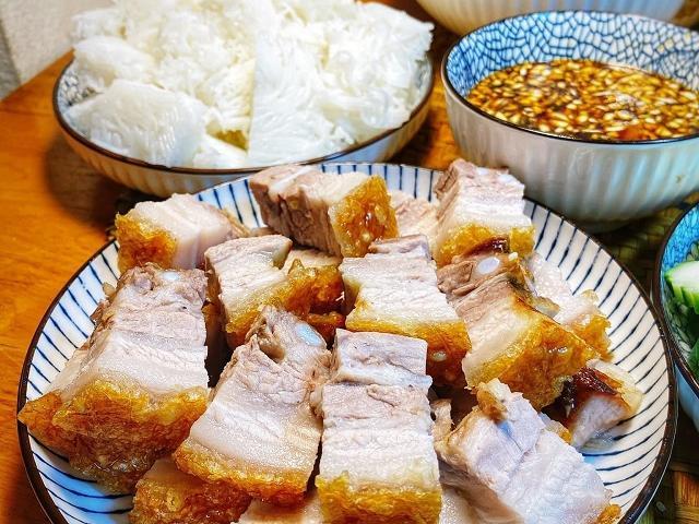 Công thức dễ nhất để làm thịt ba chỉ quay giòn bì, ai cũng có thể làm được
