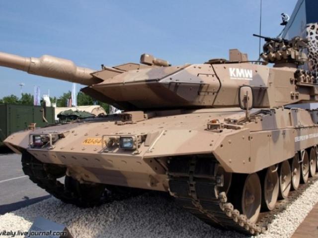 """Sức mạnh đáng gờm của xe tăng tối tân mệnh danh """"bão sa mạc"""""""