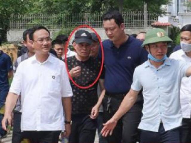 Vì sao Công an Nghệ An không còng tay kẻ bắn chết 2 người lúc đưa ra xe?