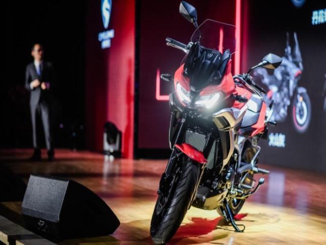 """Xuất hiện môtô Trung Quốc mang """"tim lạ"""", đấu lại Suzuki V-Strom 650"""