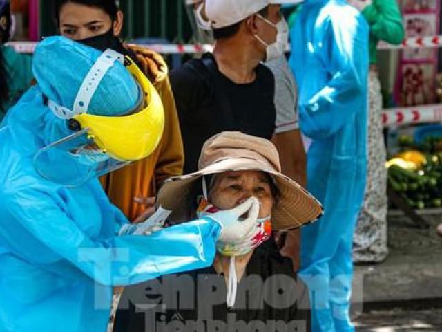 Nhân viên massage vào mua heo nhựa, Đà Nẵng xét nghiệm COVID-19 cả chợ