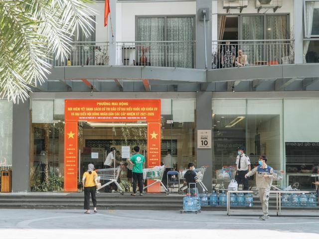Hà Nội: Tạm phong toả chung cư liên quan chuyên gia Ấn Độ dương tính SARS-CoV-2