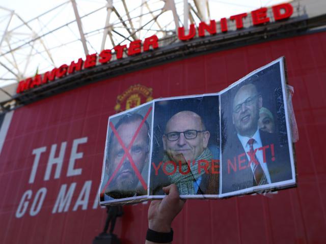 """MU có biến: Nhà Glazer mặc kệ fan làm loạn, bán """"Quỷ đỏ"""" 7 tỷ bảng"""