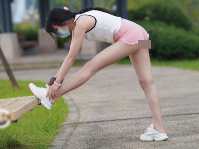 Thảm hoạ thời trang đồ ngủ đi tập thể dục buổi sáng làm người xung quanh phát ngại