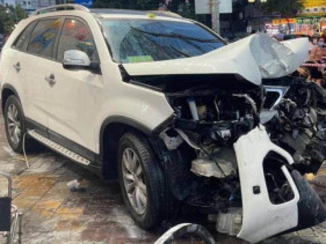 Video: Cận cảnh nữ tài xế ô tô mất lái gây tai nạn liên hoàn