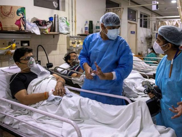 Điều trị bệnh nhân Covid-19, bác sĩ Ấn Độ đứng trước lựa chọn khó khăn